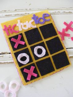 The Complete Guide to Imperfect Homemaking: Felt Tic-Tac-Toe. Such a simple idea! I am going to make one for my girls and one for my niece. They will love it.