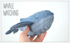 Eine schöne Art, eine alte Jeans in etwas Neues zu verwandeln. Der Wal aus Jeansstoff eignet sich hervorragend als Geschenk für Babys und kleine Kinder...