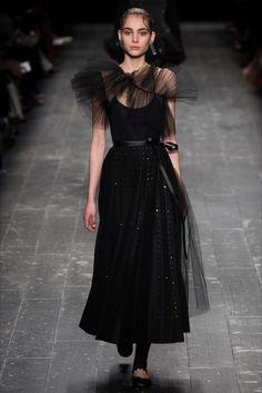 Sfilata Valentino Parigi - Collezioni Autunno Inverno 2016-17 - Vogue
