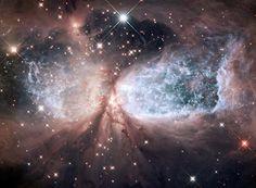 Kosmischer Schneeengel: S106 (© Bild: NASA, ESA, and the Hubble Heritage Team (STScI, AURA))