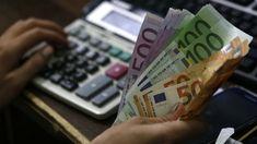 Os dados mostram que a recuperação económica do país não alterou o número de contratos permanentes assinados desde 2013, que, a juntar aos baixos salários cria uma situação de precariedade. http://observador.pt/2018/01/05/barometro-das-crises-diz-que-retoma-esta-a-criar-um-lastro-chamado-precariedade-em-portugal/