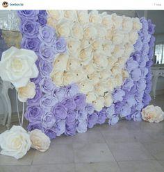 Fondo de flores hechas con papel, precioso para decoración y fotografías de fiestas. #DecoracionFiestas