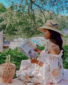 """Rose on Instagram: """"Looks like I'll be pinicking for the rest of the year 🧺  Spent the loveliest afternoon in Central Park last weekend in my fav spot. Hope I…"""" Black Girl Aesthetic, White Aesthetic, Countryside Fashion, Picnic Outfits, Polo Classic, Park Pictures, Luxe Life, Creative Pictures, Wild And Free"""