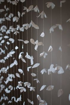 Cortina de flores de papel inspirada de Anthropologie
