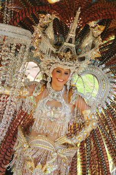 Carnival Costumes, Dance Costumes, Futuristic Shoes, Venice Carnivale, Bling Dress, Mexico Fashion, Brazil Carnival, Samba Costume, Carnival Festival