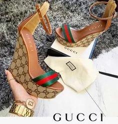 Cute Shoes Heels, Hot Shoes, Me Too Shoes, Gucci Handbags Outlet, Gucci Purses, Gucci Slipper, Expensive Shoes, Open Toe High Heels, Louis Vuitton Shoes