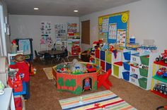 I would LOVE to have a preschool-1st grade homeschool room like this! =)