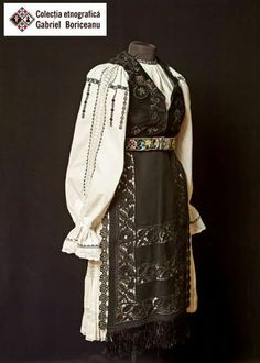 Creative Embroidery, Folk Embroidery, Learn Embroidery, Embroidery Patterns, Folk Costume, Costumes, Historical Costume, Embroidery Techniques, Textiles