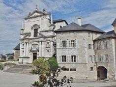 Château de Chambéry - Sainte-Chapelle, bâtiment de l'intendance et passage de la Porterie à droite.