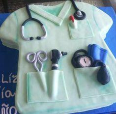 Torta Felicidades Doctor  Torta tallada en forma de camisa de doctor Rendimiento 35 porciones aprox. Tallada 30 x 20cm aprox.