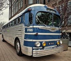 Bus Motorhome, Rv Bus, Bus Camper, Campers, Retro Bus, Bus City, Converted Bus, Luxury Bus, Buses And Trains