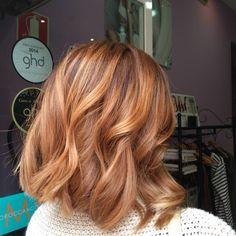 Cuando acudas a nuestro salón para renovar tu #color , preguntanos por un baño de #gloss como toque final a la #coloración. Esto potencia el #brillo y hace que las #mechas se reflejen más ante la luz. Los #colores se muestra mucho más luminosos. #corte #midi #hair #haircut #wavyhair #hairinspiration #hairinstagram #ombrehair #hairpainting #haircooper #hairstyle #haircolor #fashion #blog #bloggers #fashionista #Oviedo #hairdresser #hairstylist #colorist #blonde #gloss