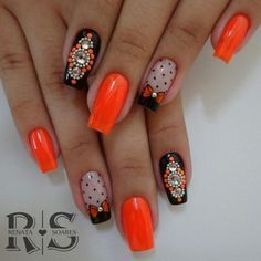 As 20 melhores unhas decoradas com esmalte laranja Mani Pedi, Manicure, Nail Patterns, Hot Nails, Trendy Nails, Nail Colors, Nail Art Designs, Nail Polish, Bling