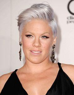 les cheveux gris de pink - Coloration Blond Gris
