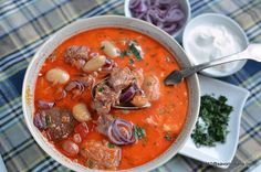 Ciorba de fasole boabe cu ciolan afumat, costita sau carnati | Savori Urbane Thai Red Curry, Ethnic Recipes, Food, Essen, Meals, Yemek, Eten