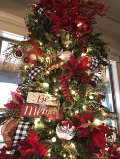 country christmas tree 70 Farmhouse Christmas Decor Ideas thatll Sweep you Off your Feet - Ethinify Lantern Christmas Decor, Rose Gold Christmas Decorations, Ribbon On Christmas Tree, Beautiful Christmas Trees, Farmhouse Christmas Decor, Christmas Tree Themes, Country Christmas, Christmas Home, Christmas Tree Decorations