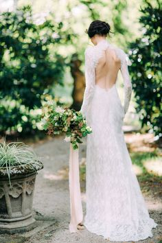 Moody, sensual wild-spirited bridal shoot via Magnolia Rouge, Photo by Petra Veikkola