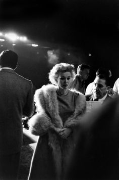 Zsa Zsa Gabor arrives at the 1958 Oscar rehearsals in pearls and a fur stole.