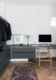 Modern home office with danish design. PP201 desk chair from Wegner and a table lamp from PH.