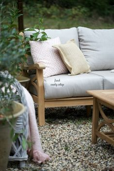 A fresh look on the patio for spring - French Country Cottage Outdoor Living Rooms, Outdoor Spaces, Outdoor Sofa, Outdoor Decor, Outdoor Ideas, French Country Cottage, Cottage Farmhouse, Blush Pillows, Teak Coffee Table