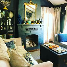 "Pebble Hill Design & Creative on Instagram: ""Bungalow style… Cozy Decor #InteriorDesign #InteriorDecorator #HomeDecor #Bungalow #Cottage #CottageStyle #elledecor #TraditionalHome…"""