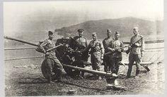 Расчёт орудия 302553 уничтожил 8 немецких танков, 1 самолёт, дзотов 9, станковых пулемётов 17. Стоит слева от щита командир орудия старший сержант М. П. Соколов