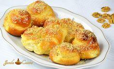 Mucenici moldovenesti (reteta video) Romanian Desserts, Romanian Food, Romanian Recipes, Party Dishes, Pastry And Bakery, World Recipes, Bagel, Food Videos, Delicious Desserts