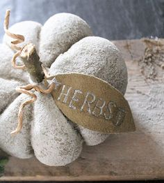 wie es mir gefällt: Beton Kürbis – DIY Shabbylina's world …. as I like it: concrete pumpkin – DIY Concrete Crafts, Concrete Art, Concrete Projects, Diy Projects, Fall Crafts, Diy And Crafts, Papercrete, Fabric Pumpkins, Diy Pumpkin