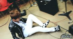 Onew (SHINee) & the infamous somersault.  I've never seen it from this angle before.  Always awesome.
