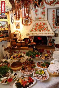 ) What a beautiful spread of Ukrainian food and the home tradition decor is just so cozy looking! Ukrainian Recipes, Ukrainian Art, Ukraine, Ethno Style, European Cuisine, Classic Interior, My Heritage, Eastern Europe, Folk Art