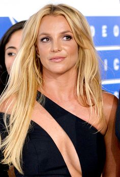 Britney Spears Is 'Angry' That She Has Less Time With Sons After Custody Change Britney Spears Outfits, Britney Spears Photos, Pop Singers, Female Singers, Celebrity Travel, Celebrity News, Britney Spears Wallpaper, Mississippi, Britney Jean
