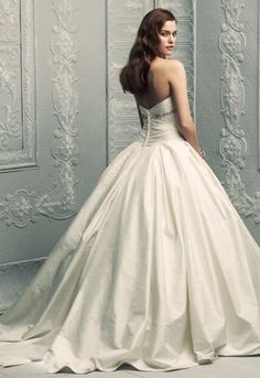 Cathedral Train Sweetheart White Satin Ball Gown Wedding Dress nwd-10. Dreamy dreamy dress- Now just put a big bow on it!!!
