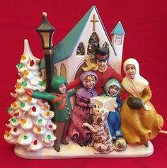 Vintage-Ceramic-CHURCH-CAROLERS-DOG-CHRISTMAS-TREE-Light-Music-Box-DRUMMER-BOY