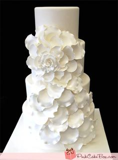 Torta total white con fiori