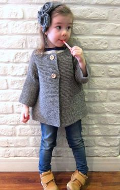 Girl grey knitted coat / Hand |