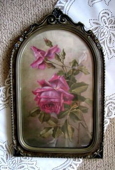 Pretty vintage frame with roses print.
