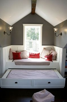 I like this, but feel like there should be fold out legs or something under the trundle bed, cause someone heavy would break that, and then it wouldn't come out (have had the same thing happen with draws in the kitchen)