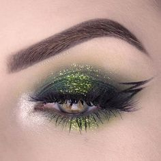 If you are still not sure about your holiday look, this article will help you to find out how you can create a special St Patricks Day makeup. We will show you that green color has never been so beautiful and versatile. Check it out, inspiring makeup ideas are waiting for you! #makeupideas #stpatricksday