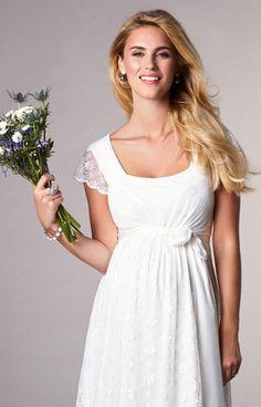 971d5f7b42d Das perfekte Umstandsbrautkleid für eine entspannte Hochzeit im Freien. Das  Kleid Florence gibt es jetzt