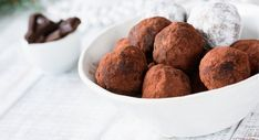 Raw vegan chocolate truffles with dates and raw chocolate by Vegan Chocolate Truffles, Raw Chocolate, Low Carb Recipes, Dog Food Recipes, Raw Vegan, Almond, Sweet Treats, Sweets, Meals
