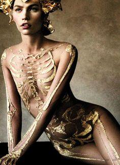 """* Skeleton dress """"Marchesa"""" photo Demarchelier pour harper's bazaar october 2012 Marchesa est une marque créée en 2004 par Georgina Chapman et Keren Craig en référence à la Marchesa Luisa Casati"""