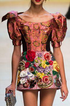 Dolce & Gabbana, Spring 2017 - Must-See Spring '17 Milan Runway Details - Photos
