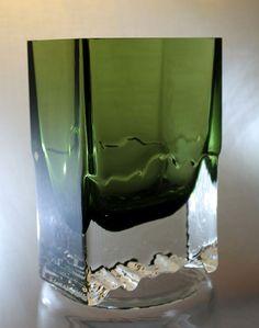 iittala Raito Vase 2780 by Tapio Wirkkala Glass Design, Design Art, Crystal Vase, New Pins, Finland, Glass Art, Sculptures, Mid Century, Pottery