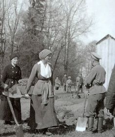 Tatiana and Nicholas during captivity at Tsarskoje Selo, spring 1917 / >Even while Olga worked, she looked beautiful...