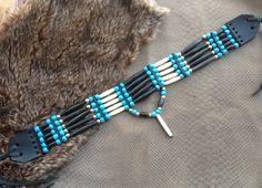 Tour de cou Amérindien 5 rangs - Choker- os et corne noire véritable, perles de verre bleues turquoise - pendentif : Collier par indian-heritage-arts