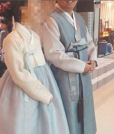 안녕하세요 청담 이승현한복입니다.저희 이승현한복의 이쁜 한복들이 너무 많아 매번 신부님한복 혼주님한...