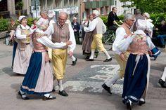 Dansare i Karlskrona Folk Costume, Costumes, Swedish Embroidery, Military Green, Tan Leather, Heavy Metal, Sweden, Scandinavian, Glamour