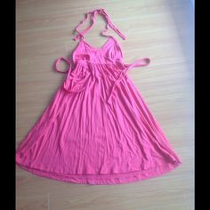 """Size S... Cute coral halter dress ... Knee length Super cute coral halter dress. Perfect for summer on its own or over a bathing suit. Size S in great condition. For reference ... I'm 5' 6"""" and when the dress fit me it fell down to the top of my knees Old Navy Dresses"""
