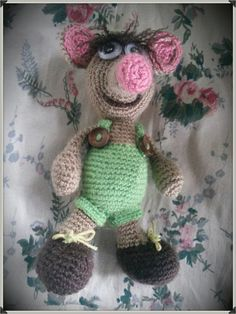 Amigurumi house mouse..... or maybe actually a shrew...