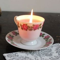 Une bougie tasse / A candle in a cup